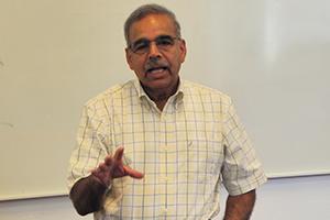 Uday Apte teaching at MASHLM.